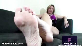 Mistress Di's perfect soles