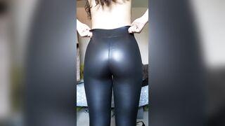 Any fans of shiny leggings here?