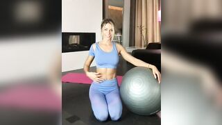 Abs in blue - Fit Girls